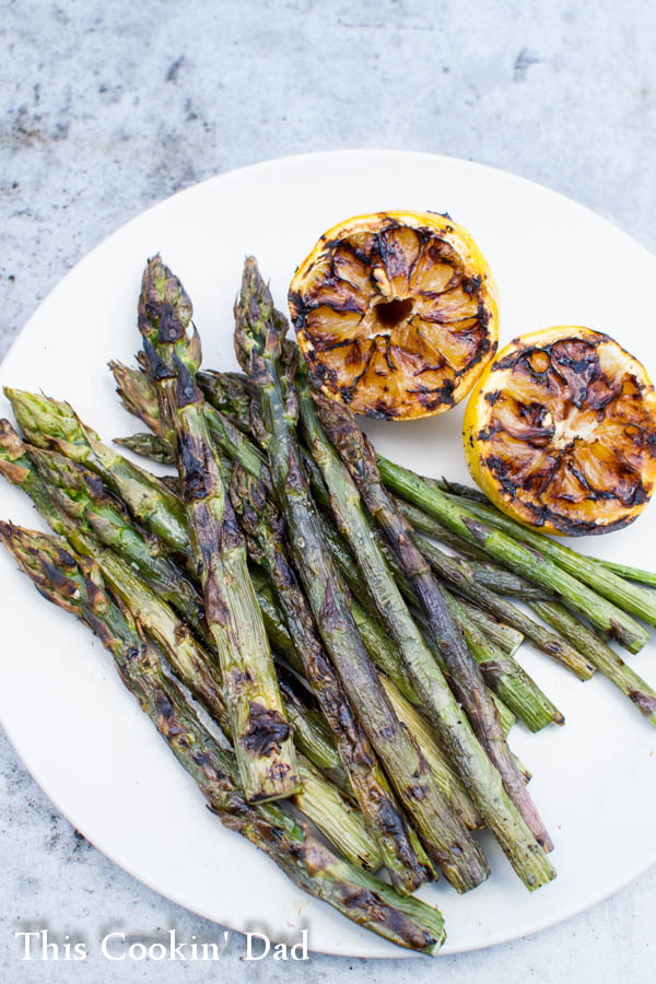 Grilled-Asparagus-with-Charred-Lemon